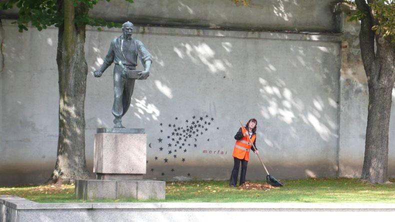 caminhos-do-mundo-lituania-kaunas-estatua-semeador-estrelas-dia