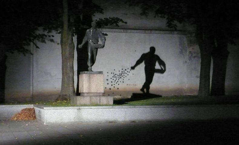 caminhos-do-mundo-lituania-kaunas-estatua-semeador-estrelas-noite